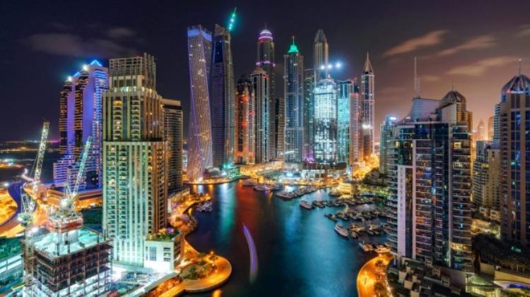 Dipendente pubblico si assenta per curare la madre e va a Dubai